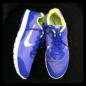 🌈Unisex Nike sneakers 👟 size 11:women 9:mens 💕
